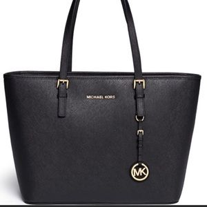 Michael Kors Jet Set Travel Shoulder Bag Medium